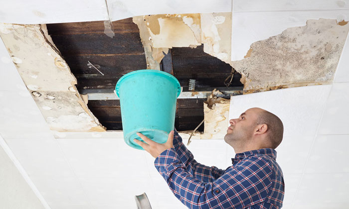 Течет крыша в многоквартирном доме: что делать и куда обращаться