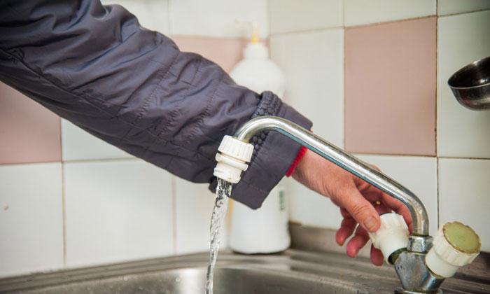 Нет горячей воды куда звонить и как сделать перерасчет услуг в 2020 году